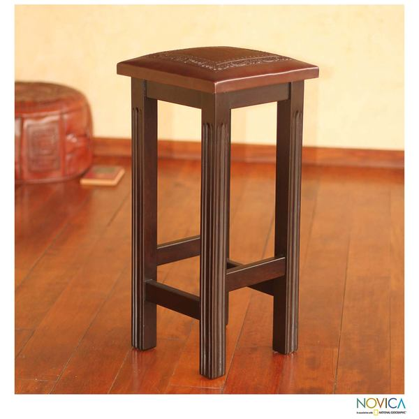 Handmade Mohena Wood and Leather 'Colonial Empress' Bar Stool (Peru)