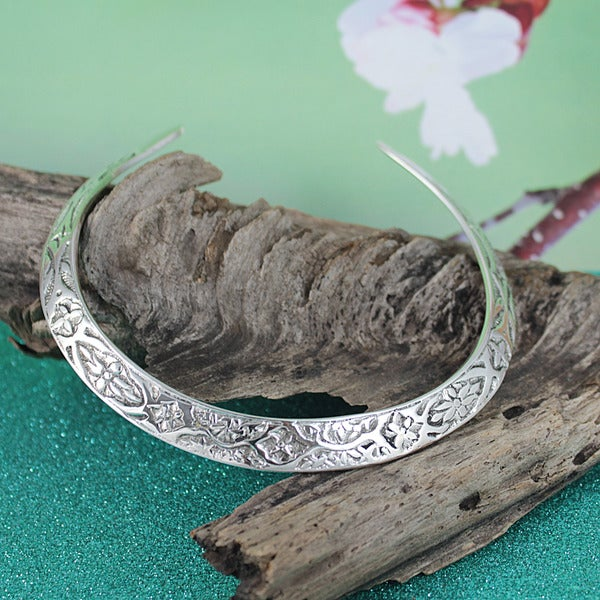 Handmade Silver-plated Floral Everyday Choker Necklace (India)