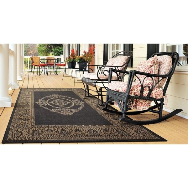 Pergola Royal Hallmark/ Black-Cocoa Indoor/Outdoor Rug - 7'6 x 10'9