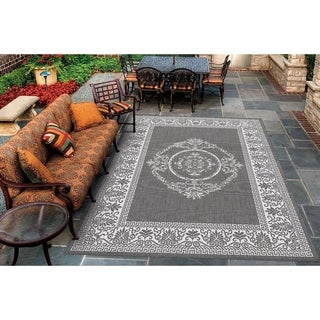 Couristan Recife Antique Medallion/Grey-White Indoor/Outdoor Area Rug - 2' x 3'7