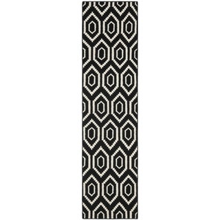 "Safavieh Handwoven Contemporary Moroccan Reversible Dhurrie Black Wool Runner Rug (2'6"" x 6')"