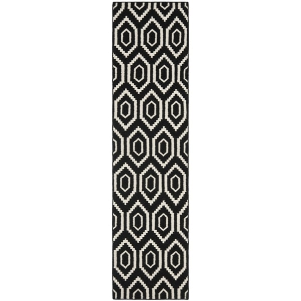 Safavieh Hand-woven Moroccan Reversible Dhurrie Black Wool Rug (2'6 x 8')