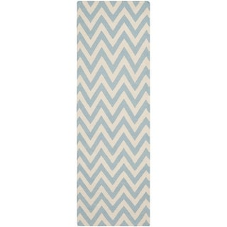 "Safavieh Hand-Woven Chevron Reversible Dhurrie Blue Geometric Wool Rug (2'6"" x 6')"