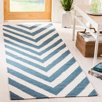 Safavieh Hand-woven Moroccan Reversible Dhurrie Chevron Reversible Dhurrie Blue Wool Rug - 2'6 x 6'