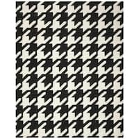 Safavieh Hand-woven Moroccan Reversible Dhurrie Hounds Tooth Reversible Dhurrie Black Wool Rug - 5' x 8'