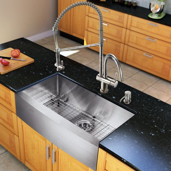 VIGO All-in-One 33-inch Stainless Steel Farmhouse Kitchen Sink and Dresden Chrome Faucet Set