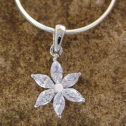 Handmade Sterling Silver 'Snow Blossom' Cubic Zirconia Necklace (India)