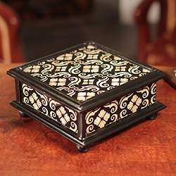 Handcrafted Reverse Painted Glass 'Silver Blossoms' Jewelry Box (Peru)