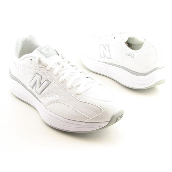 New Balance Women's 'WW1442' Leather Athletic Shoe - Wide (Size 8.5)