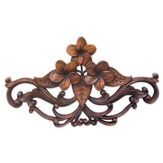 Handmade Suar Wood Frangipani Garland Wall Sculpture (Indonesia) - Brown