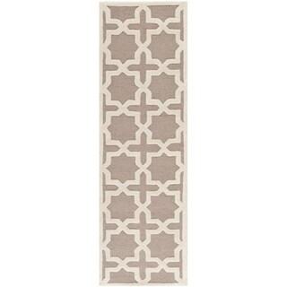 Safavieh Handmade Moroccan Cambridge Beige Wool Rug (2'6 x 8')