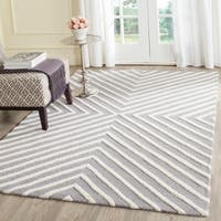 Safavieh Hand-tufted Moroccan Cambridge Silver/ Ivory Wool Rug - 6' Square