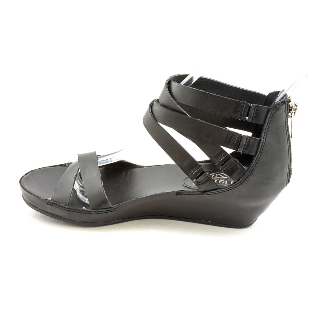 787bcc491102 Unlisted Kenneth Cole Women's 'Shoe Fly' Leather Sandals (Size 5.5)