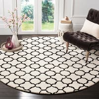 Safavieh Handmade Moroccan Ivory Wool Rug with Wide Geometric Pattern - 7' Round