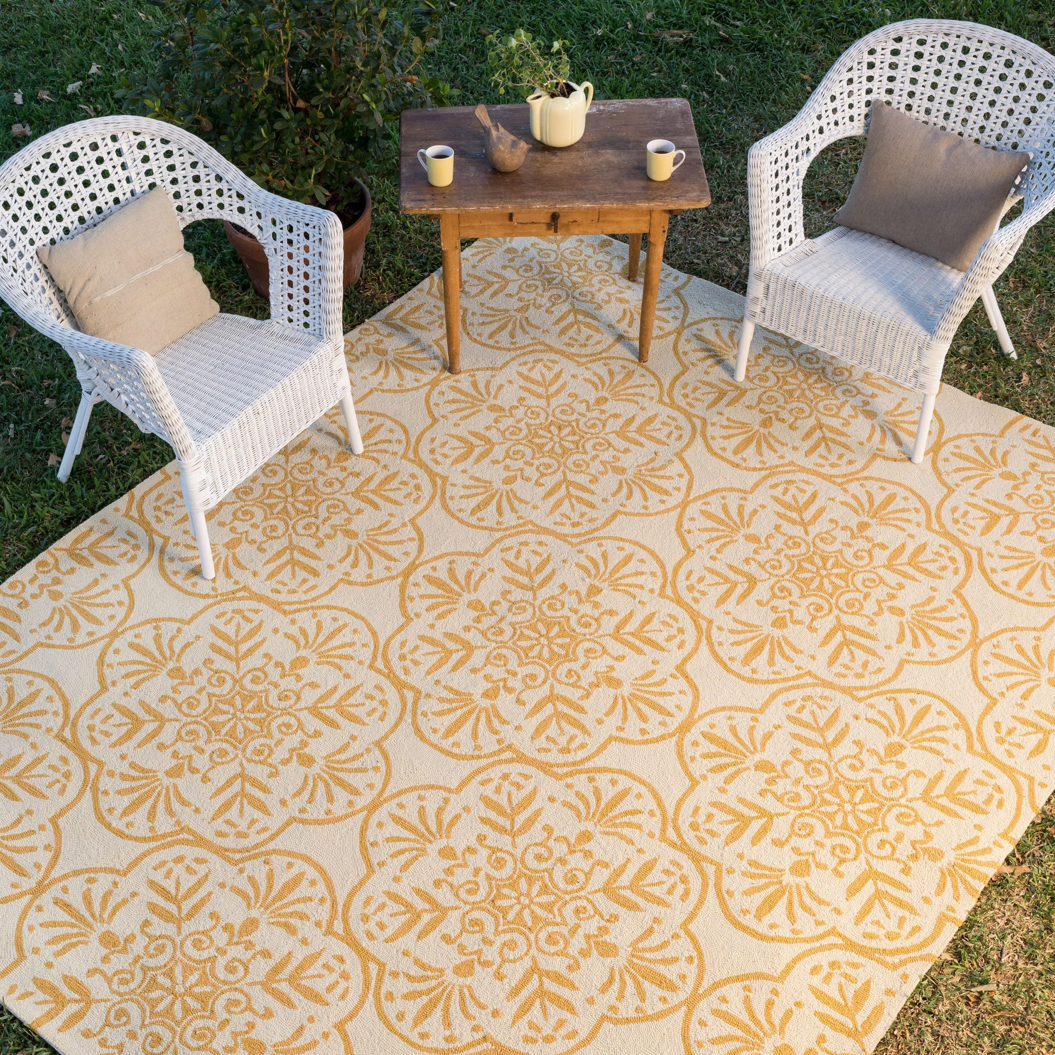 Alexander Home Capri Oriental Floral Hand Hooked Indoor Outdoor Rug Overstock 7751691 Ivory Buttercup 3 6 X 5 6