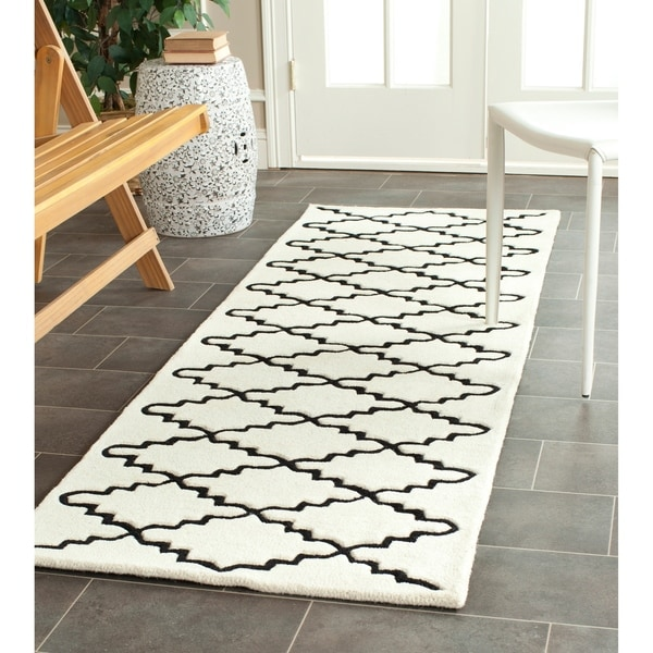 Safavieh Handmade Moroccan Ivory Wool Rug With Canvas Backing - 2'3 x 7'