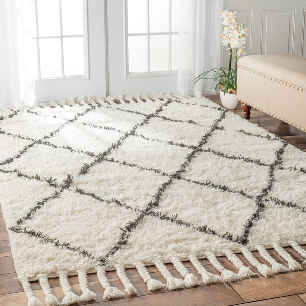NuLOOM Hand-knotted Moroccan Trellis Natural Shag Wool Rug