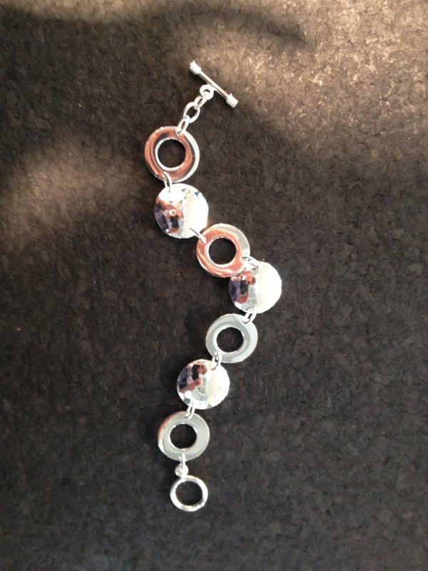 Handcrafted Silverplated Hammered Circles Toggle Bracelet (Mexico)