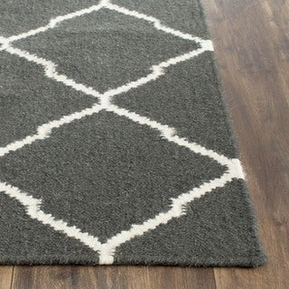 Safavieh Hand-woven Moroccan Reversible Dhurrie Charcoal/ Ivory Geometric Wool Rug (6' Square)