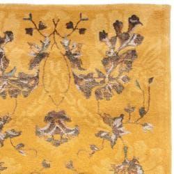 Safavieh Handmade Majestic Gold N.Z. Wool and Viscose Rug (2'6 x 8')