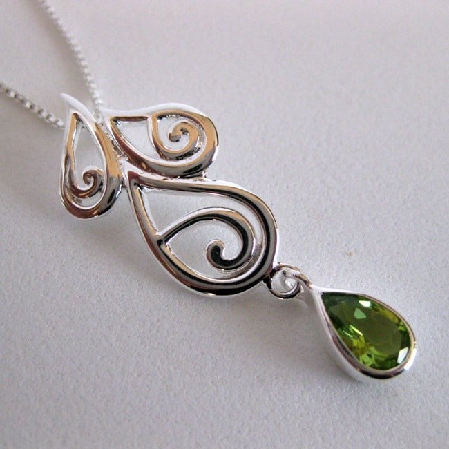 Sterling Silver Teardrop Peridot Necklace (Thailand)
