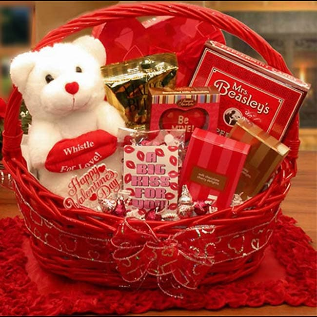"""I Smooch You"" Valentine's Gift Basket"