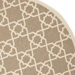 Safavieh Courtyard Geometric Trellis Brown/ Beige Indoor/ Outdoor Rug (6'7 Round)