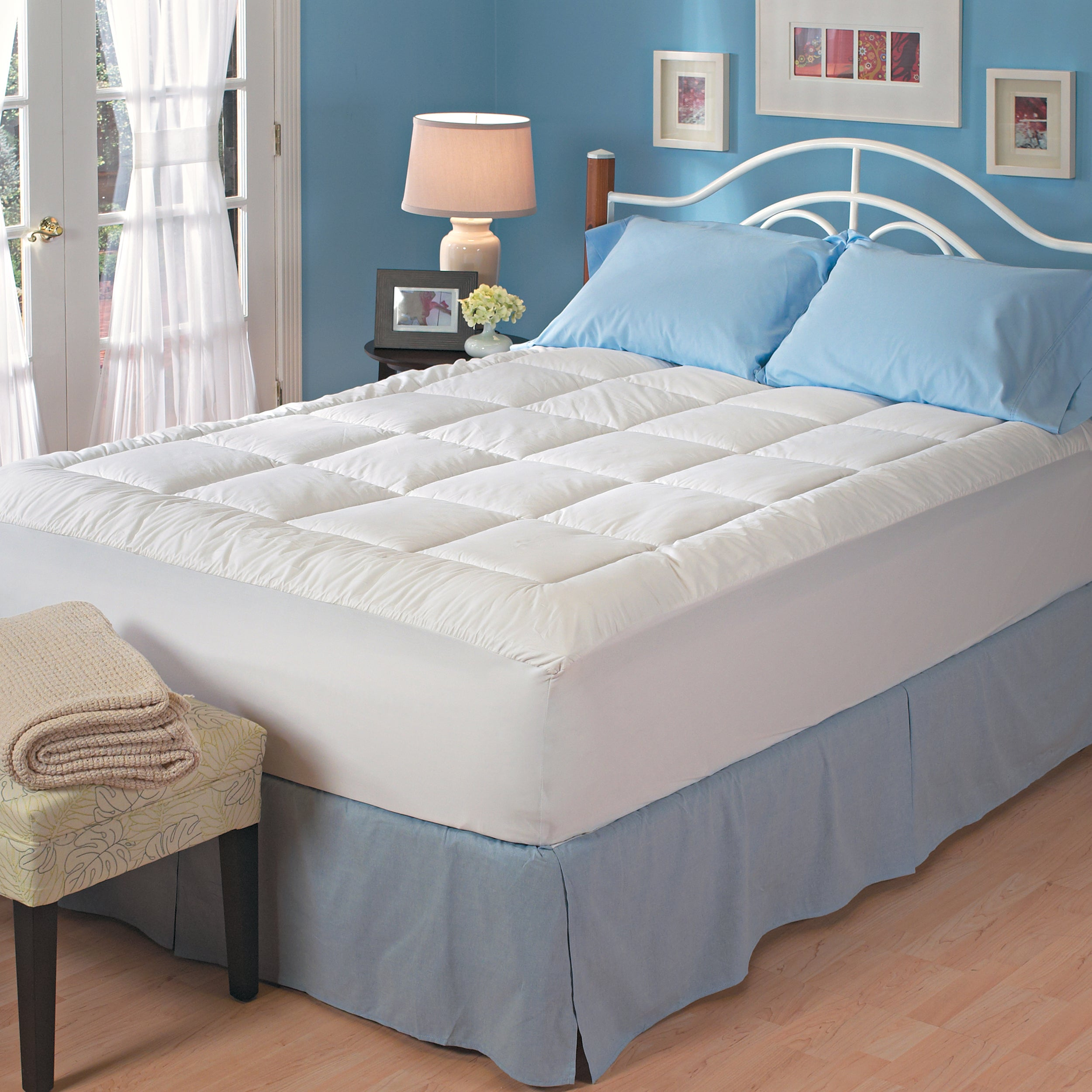 Famous Maker Luxury Comfort Mattress Topper Queen/King/Cal King