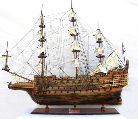 Old Modern Handicrafts Sovereign of the Seas Monumental Model Ship