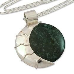Handmade Sterling Silver 'Place of the Moon' Jade Bracelet (Guatemala)