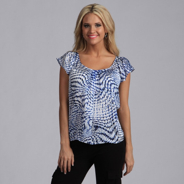 Violet and Claire Women's Blue Wave Print Flutter Sleeve Top