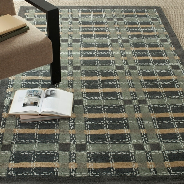 Martha Stewart by Safavieh Colorweave Plaid Wrought Iron Navy Wool/ Viscose Rug - 8' x 10'