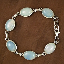 Sterling Silver 'Blue Halo' Chalcedony Bracelet (India)
