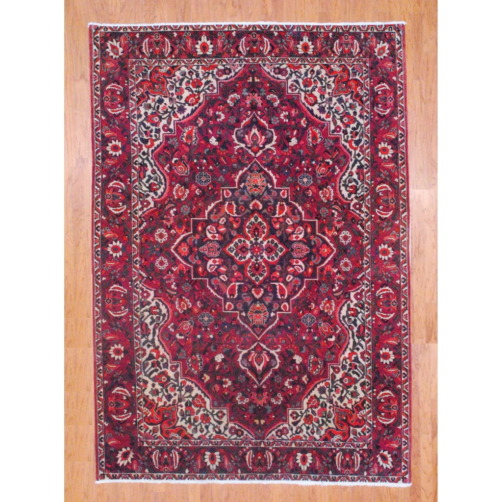 Persian Hand-knotted Bakhtiari Red/ Olive Wool Rug (6'7 x 9'11)