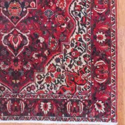Persian Hand-knotted Bakhtiari Red/ Olive Wool Rug (6'7 x 9'11) - Thumbnail 2