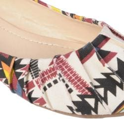 Hailey Jeans Co Women's 'ZOOM-58' Round Toe Pintucked Ballet Flats