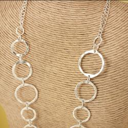 Handcrafted Silvertone 'Shiny Halos' Necklace (India) - Thumbnail 1