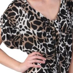 Journee Collection Women's Contemporary Plus Ruched Animal Print Top - Thumbnail 2