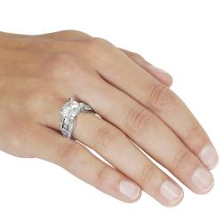 Journee Collection Rhodium-plated Cubic Zirconia Engagement-style Ring - Thumbnail 2