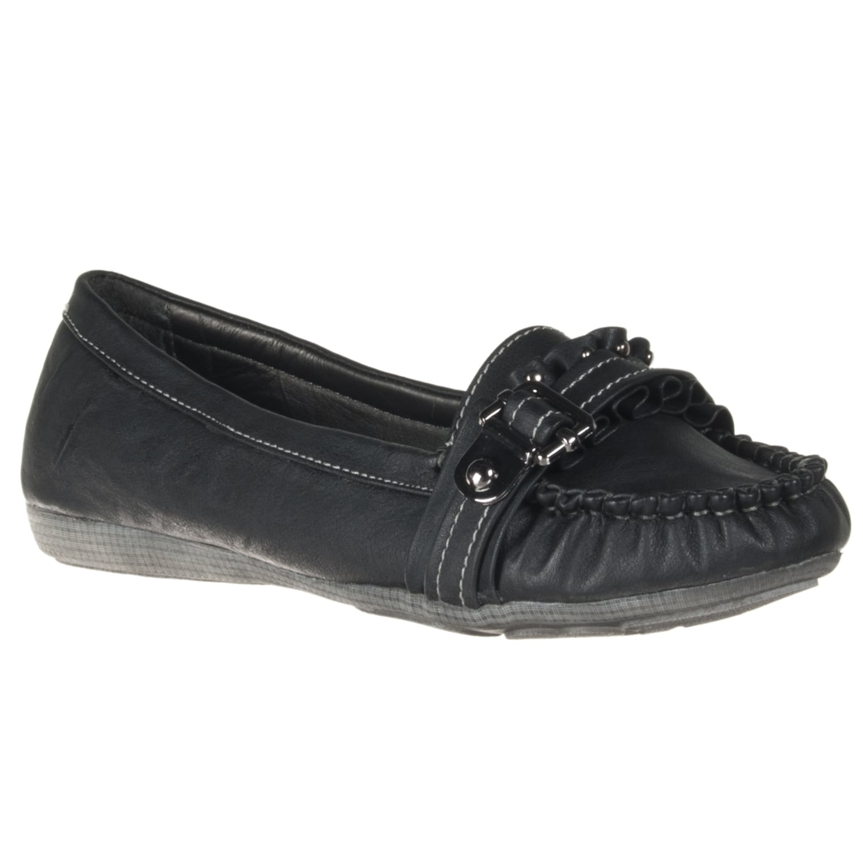 Riverberry Women's 'Ansa' Black Ruffle Loafers