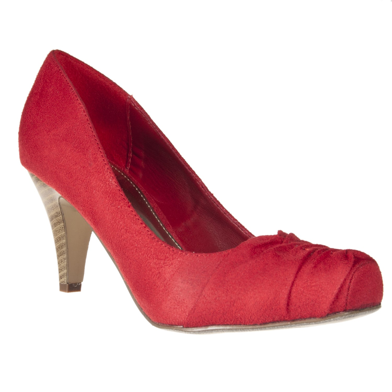 Riverberry Women's 'Array' Red Ruched Toe Pumps
