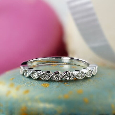 Auriya 14K Gold 1/6ct TDW Milgrain Vintage Stackable Diamond Wedding Band