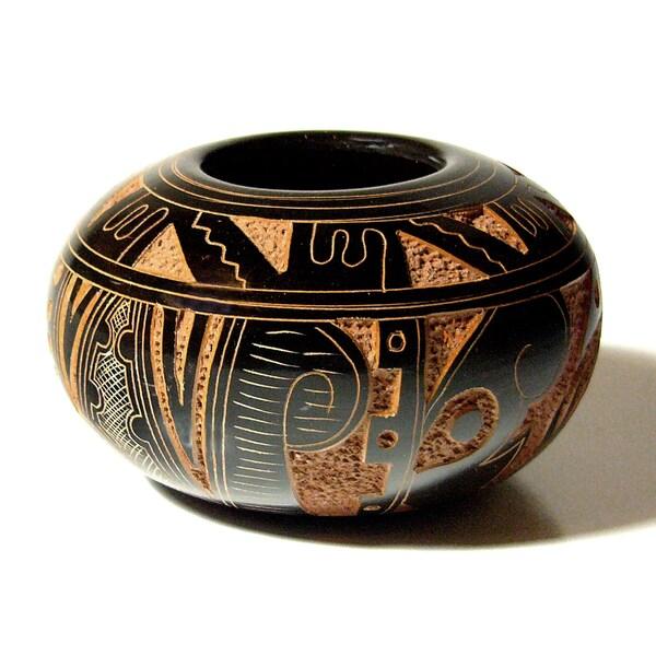 Pre-Columbian Decorative Vasija Pottery (Nicaragua)