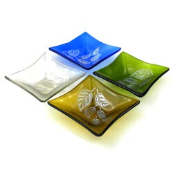 Handmade Etched Leaf Small Recycled Glass Dish (Chile) https://ak1.ostkcdn.com/images/products/7902929/Etched-Leaf-Small-Recycled-Glass-Dish-Chile-P15282713b.jpg?_ostk_perf_=percv&impolicy=medium