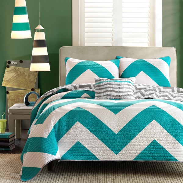 Mi Zone Aries Reversible Blue Quilt Set