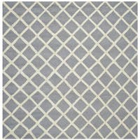 Safavieh Handmade Cambridge Moroccan Silver Small-Square-Pattern Wool Rug - 6' Square