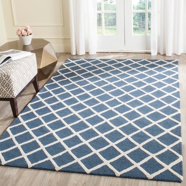 Safavieh Handmade Cambridge Moroccan Navy Crisscross Pattern Wool Rug - 8' x 10'