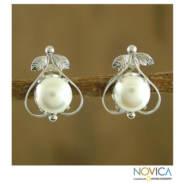 Handcrafted Sterling Silver 'Perfection' Pearl Earrings (8 mm) (India)