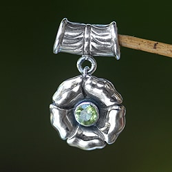 Handmade Sterling Silver 'August Poppy' Peridot Pendant (Indonesia)