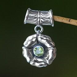 Handmade Sterling Silver 'August Poppy' Peridot Pendant (Indonesia)